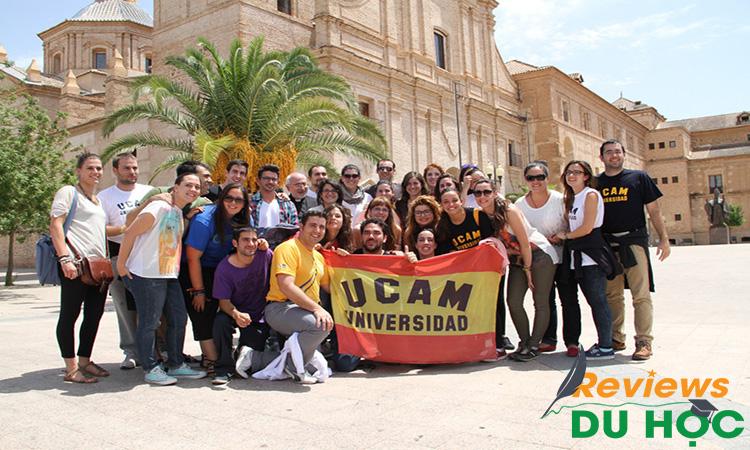 Chương trình hỗ trợ sinh viên UCAM