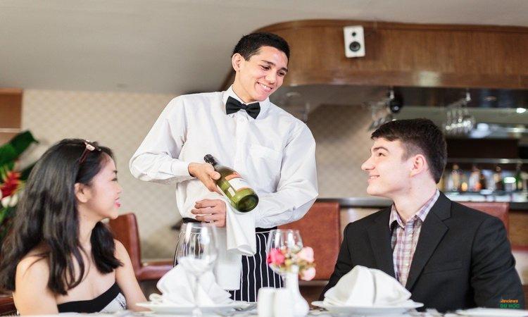 Mức lương ngành quản lý du lịch khách sạn